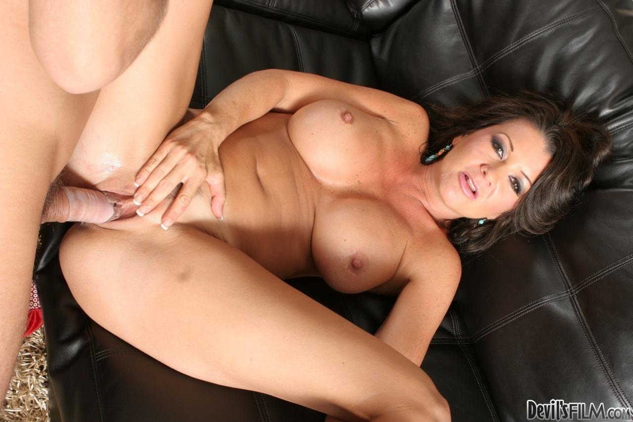 Latina big tits milf miss raquel sucks cock outdoor and porn pics