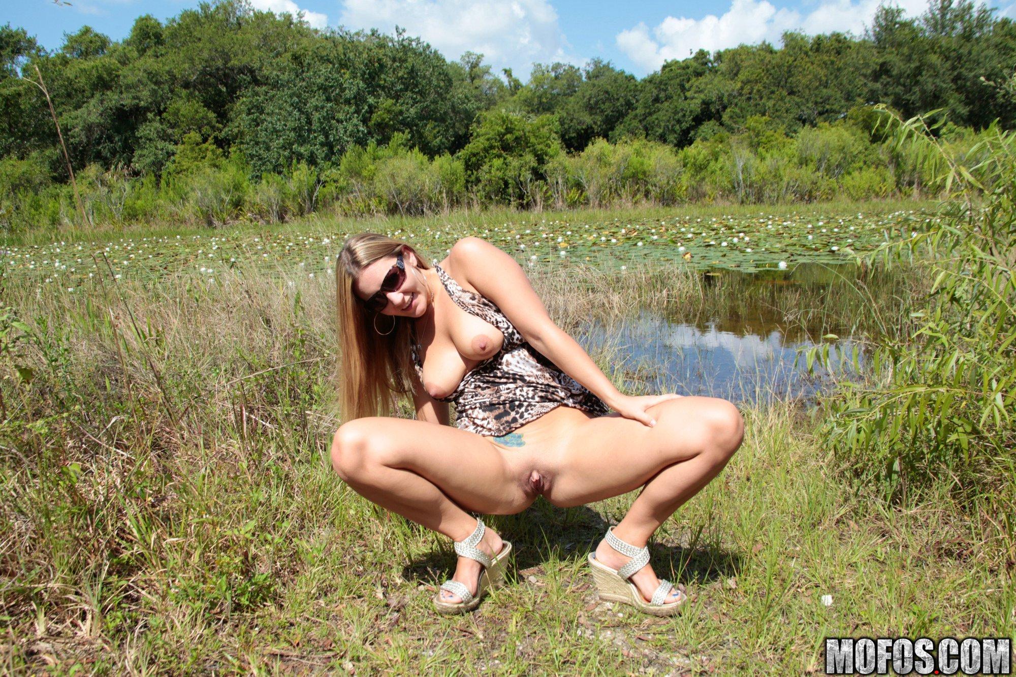 Carmen Knoxx - Take A Hike